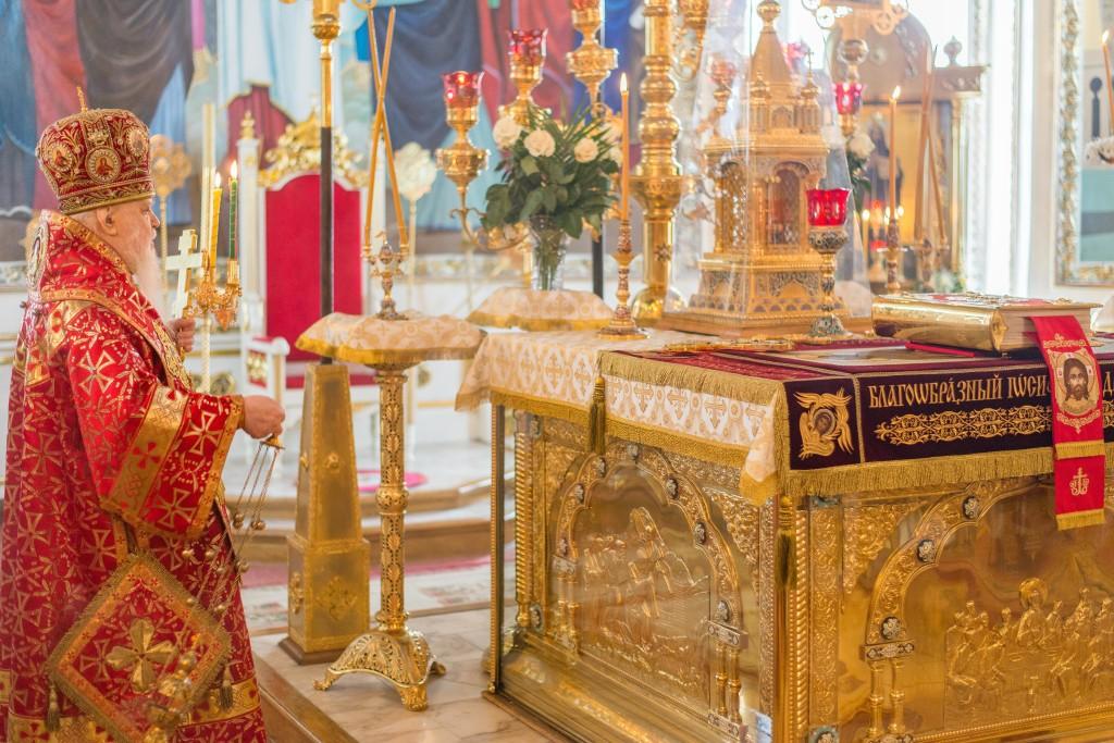 В Светлый понедельник митрополит Николай совершил пасхальное торжественное богослужение в Свято-Александро-Невском соборе