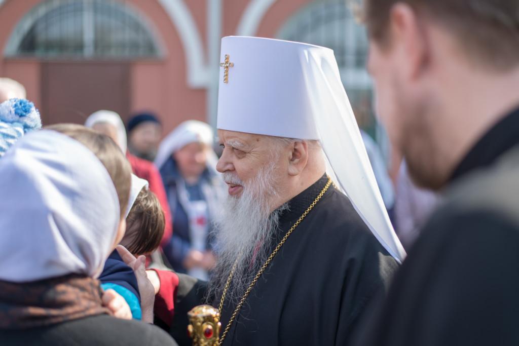 В Светлую среду митрополит Николай совершил пасхальное торжественное богослужение в Свято-Троицком соборе