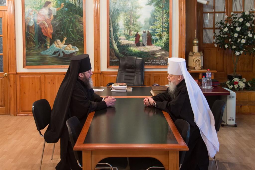 В епархиальном управлении состоялась встреча епископа Ижевского и Удмуртского Викторина с митрополитом Николаем