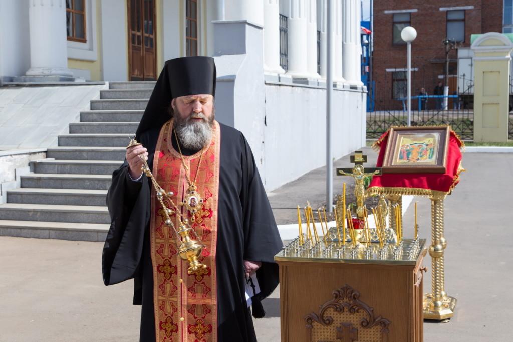 Епископ Викторин принял участие в народной акции «70 мест Победы. Сарапул»