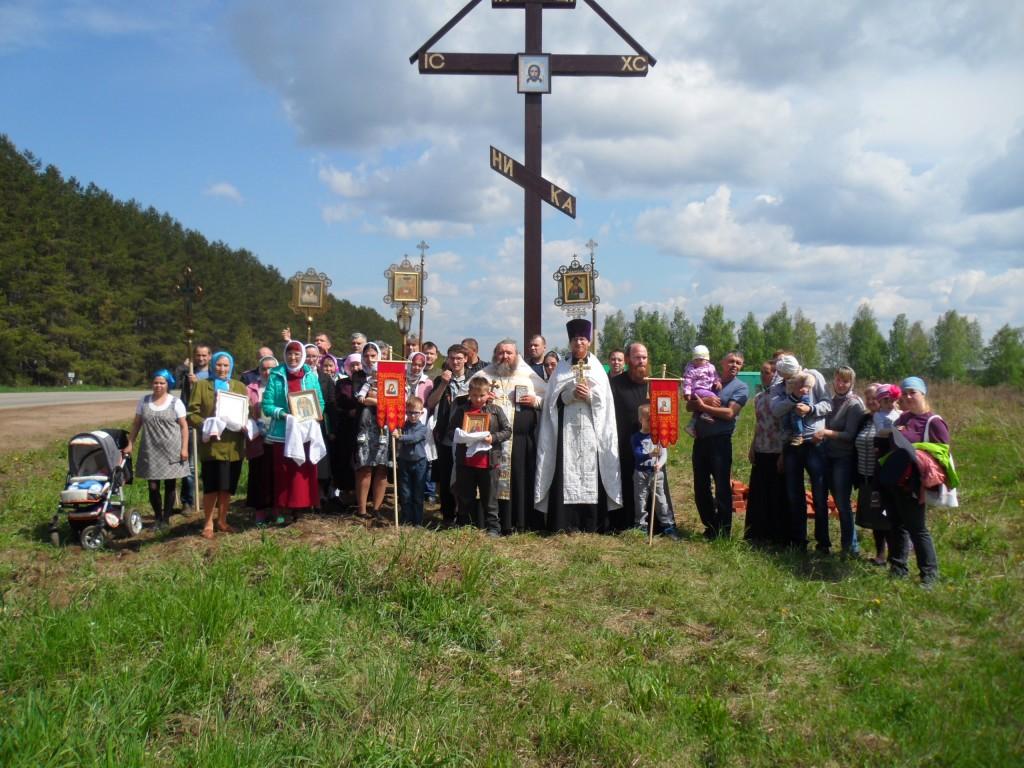 Освящение Поклонного Креста при въезде в село Ягул в праздник Вознесения Господня