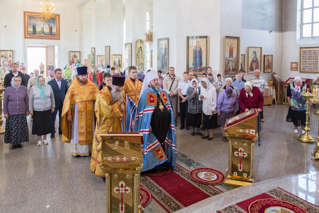 В Неделю 2-ю по Пятидесятнице митрополит Викторин совершил Литургию в храме прав. Иоанна Кронштадтского п. Ува