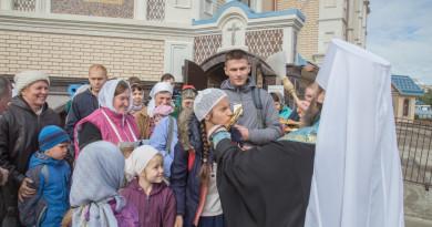 Митрополит Викторин благословил участников Успенского покаянного крестного хода