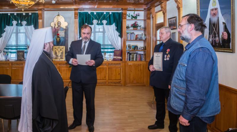 Митрополит Викторин вручил награды Российского Императорского Дома ижевским историкам