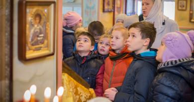В рамках курса ОПК ижевские школьники посетили храм свт. Алексия Московского