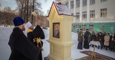 Митрополит Викторин освятил кивот с иконами на территории Удмуртского государственного университета
