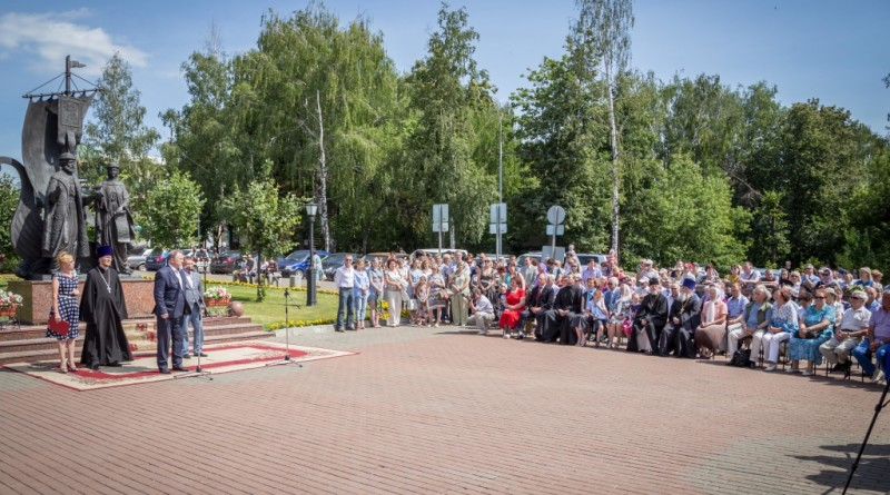 День семьи, любви и верности отпраздновали в Ижевске
