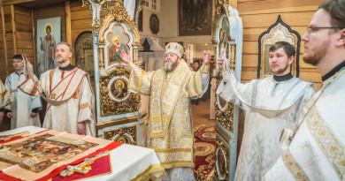 Митрополит Викторин посетил Успенский храм г. Ижевска
