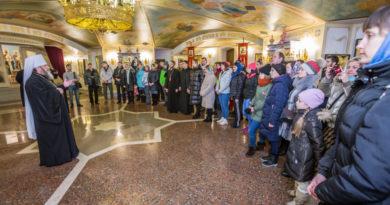 Участники спартакиады помолились за литургией в Михайловском соборе