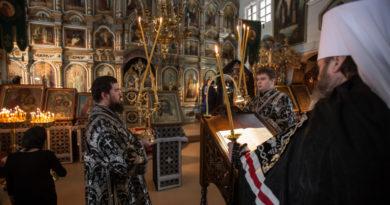 Чтение последней части покаянного канона митрополит Викторин совершил в храме Успения Пресвятой Богородицы