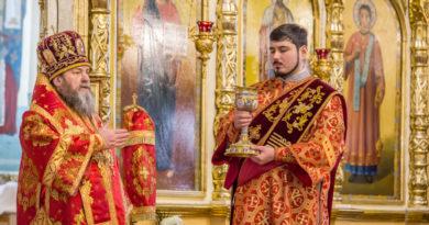 В Светлый понедельник митрополит Викторин совершил литургию в кафедральном соборе