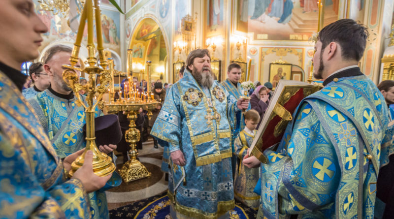 В праздник Благовещения митрополит Викторин совершил богослужения в Михайловском соборе