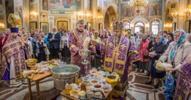 Архипастырское служение в день изнесения честных Древ Животворящего Креста Господня