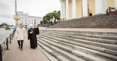 Возле Александро-Невского собора будут отремонтированы обветшавшие ступени