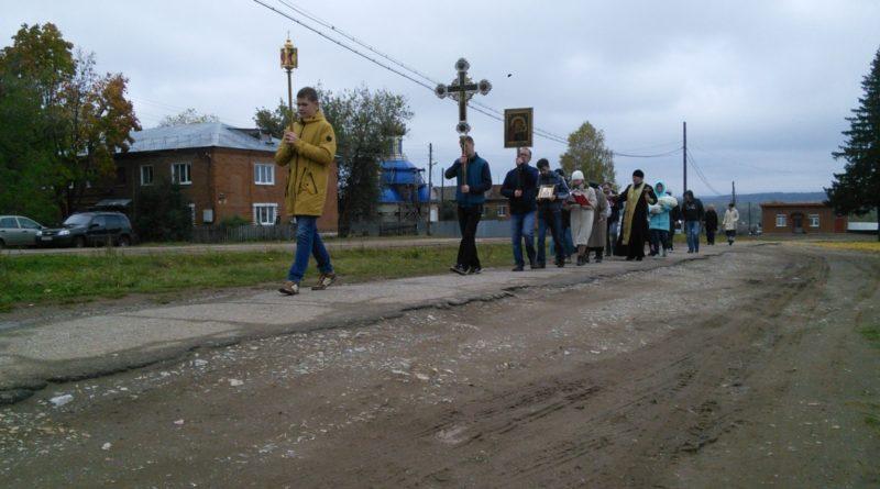 Село Первомайское Воткинского района в воскресенье 1 октября освятилось первым в истории села Крестным ходом