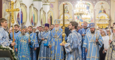 Святейший Патриарх помолился за Всенощным бдением в Александро-Невском соборе