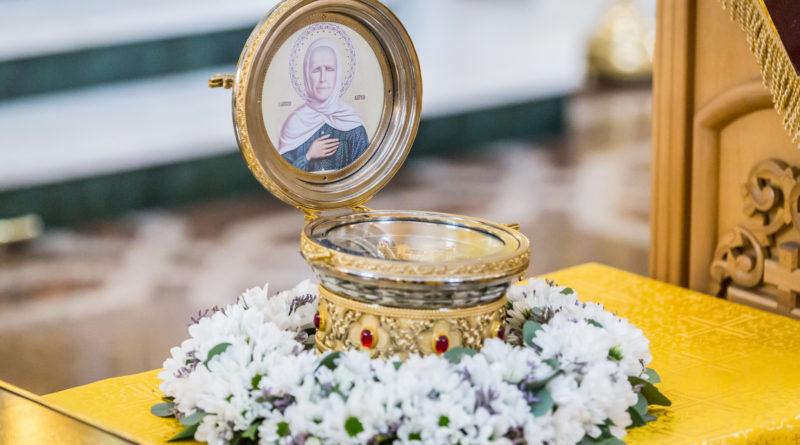 В Михайловском соборе г. Ижевска пребывает ковчег с частицей мощей блж. Матроны Московской