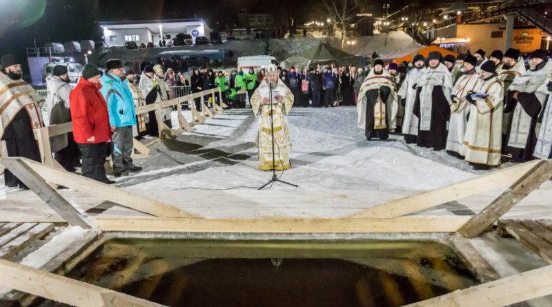 Состоялся крестный ход к проруби на Ижевском пруду
