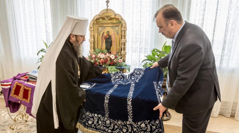 Митрополит Викторин передал экспонаты для Музея истории религий и национальностей Прикамья