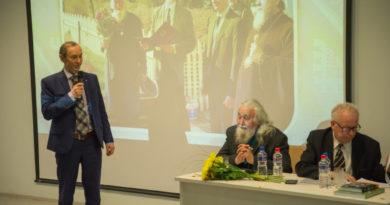 В библиотеке УдГУ состоялась презентация научной монографии протодиакона Михаила Атаманова