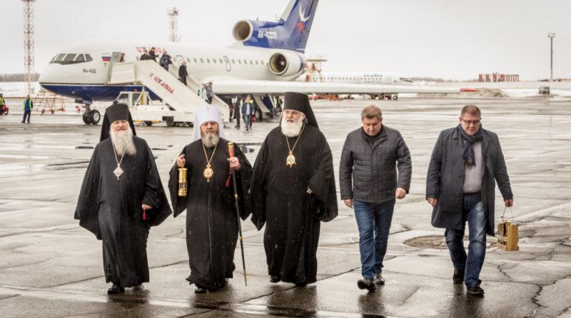 В Ижевск доставили Благодатный огонь