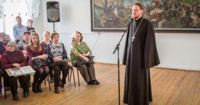 Священник принял участие в открытии выставки, посвященной Ижевско-Воткинскому восстанию