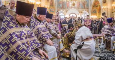 В Великий Четверг митр. Викторин совершил литургию и чин умовения в кафедральном храме