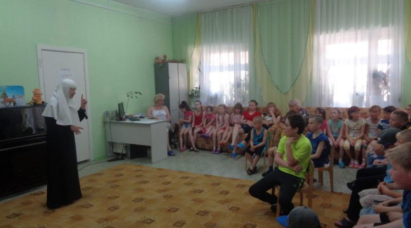 Реабилитационный центр для несовершеннолетних посетили монахиня Мария (Литвинова) и руководитель Социального отдела епархии