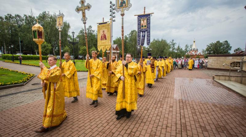 Торжественное богослужение в День крещения Руси
