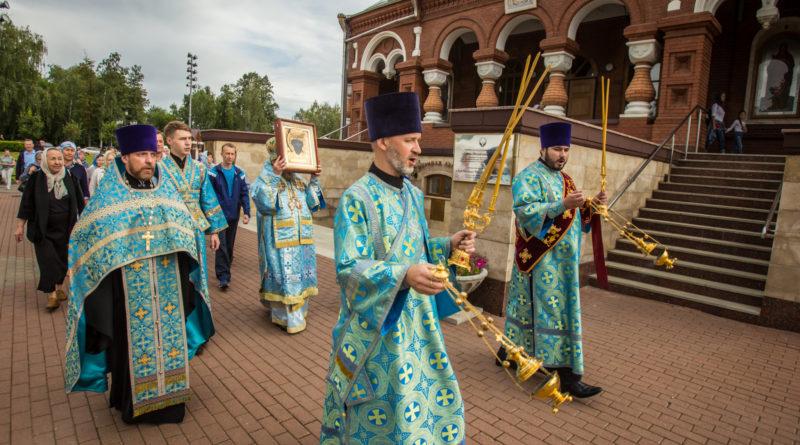 В кафедральный храм принесена чудотворная икона Николы Закамского
