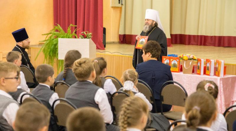 Правящий архиерей посетил школу № 93 г. Ижевска