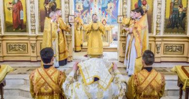 В день 195-летия освящения Александро-Невского собора митрополит Викторин совершил в храме литургию