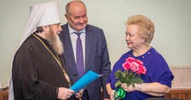 Митр. Викторин поздравил с 70-летием председателя комиссии по социальной политике Общественной палаты Удмуртии С. И. Андрееву