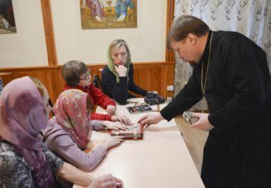 На уроке в Воскресной школе для слепоглухих