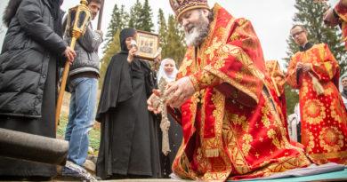 В с. Перевозное состоялся крестный ход и освящение источника в честь иконы «Живоносный источник»