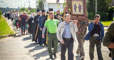 Состоялся крестный ход из Ижевска в Ризоположенский монастырь с. Люк