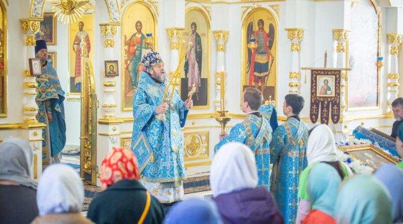 Митрополит Викторин посетил храм Державной иконы Божией Матери г. Ижевска