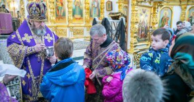 В Неделю 4-ю Великого поста митрополит Викторин совершил литургию