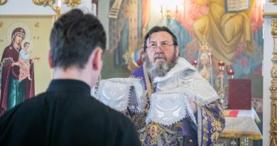 В Лазареву субботу митр. Викторин совершил литургию в храме на Южном кладбище