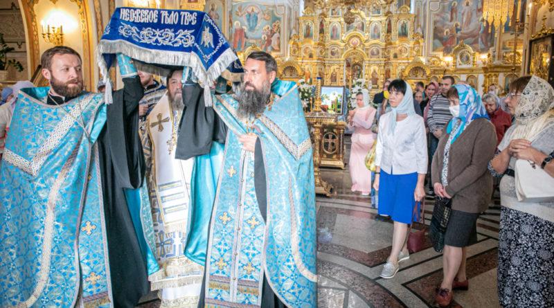 Митрополит Викторин совершил службу погребения Божией Матери