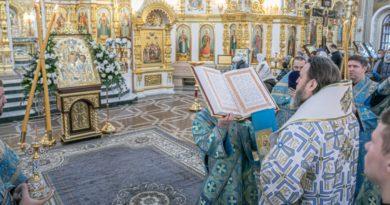 Служение митр. Викторина в день праздника Казанской иконы Божией Матери