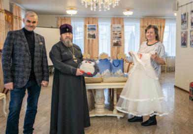 Благотворители из Москвы передали подарки благополучателям акции «Белый цветок»