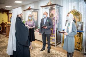 Митрополит Викторин вручил патриаршие награды работникам здравоохранения Удмуртии