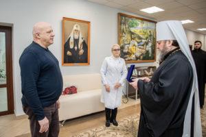 Митрополит Викторин наградил главврача Станции скорой медицинской помощи