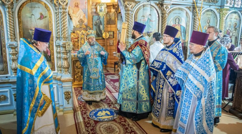 Митр. Викторин посетил храм Успения Божией Матери г. Ижевска