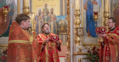 Митр. Викторин совершил литургию в Свято-Троицком соборе г. Ижевска