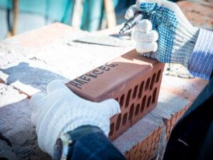В строящиеся стены храма мученицы Татианы заложены «именные кирпичики»