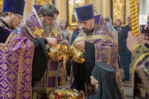 Чин воздвижения креста в Михаило-Архангельском соборе