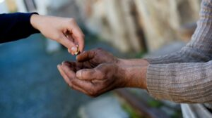 Милостыня за болящих родных и близких: поддержите благотворительный проект «Тёплый кров»